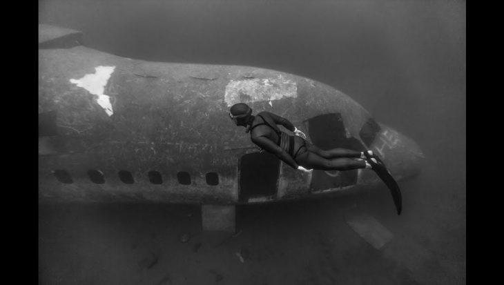Cool! Freediven naar een vliegtuig op 27 meter
