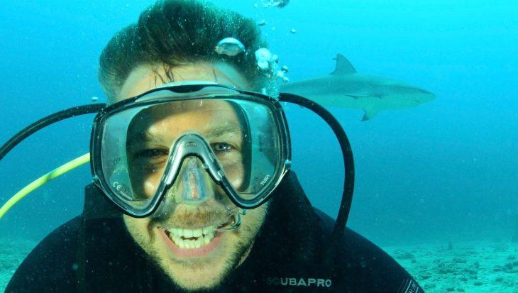 Winston Gerschtanowitz op bezoek bij Save Our Sharks