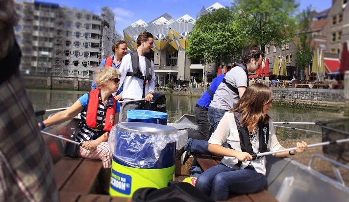Plastic vissen uit de Amsterdamse grachten