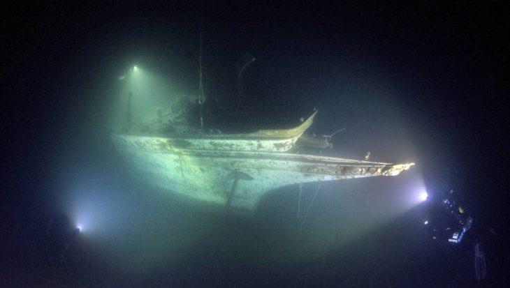 Spookachtige beelden van scheepswrak in Lake Superior