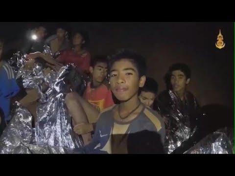 Vier Thaise voetballertjes gered, reddingsactie opgeschort tot morgen