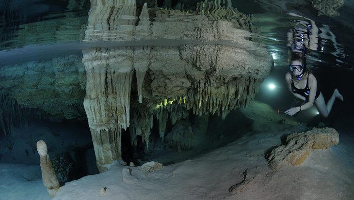 Snorkelen tussen stalactieten op Bonaire