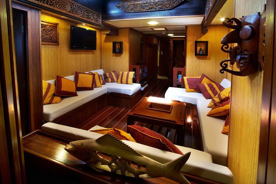 Raja Laut Komodo DUIKEN lezersreis lounge