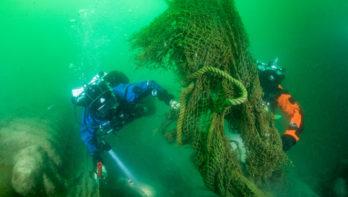 Duikers en vissers werken samen aan een schone Noordzee