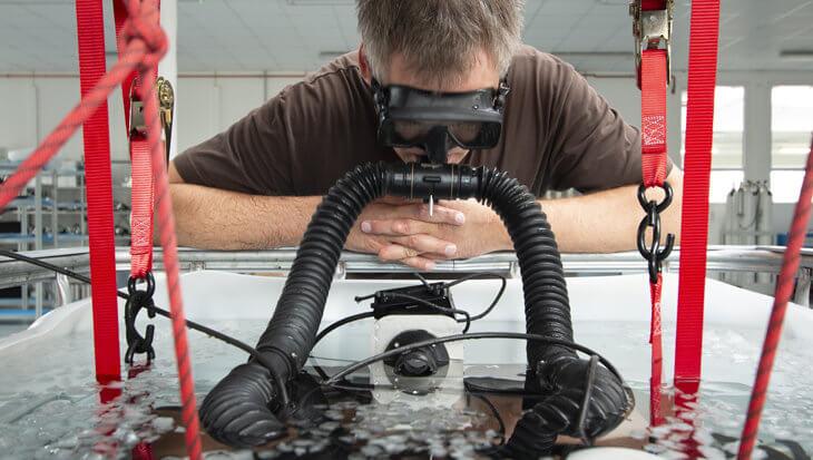 Fabrikant van Tsjechische duikuitrusting maakt beademingsapparatuur