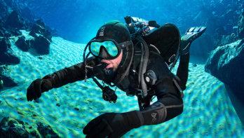 Hydra: in neopreen droog duiken