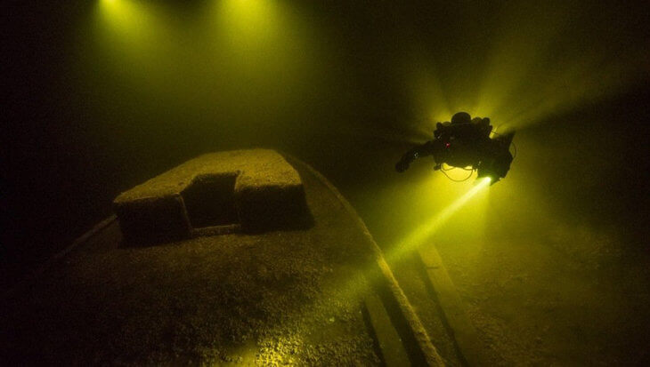 """""""Met onze bootduiken heb je keus uit 30 duikstekken in Vinkeveen"""""""