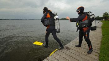 Veilig duiken. Wat voor duikmateriaal heb je nodig in eigen land?